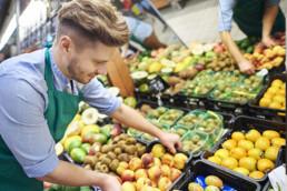 Arbeiten im Gemüseladen